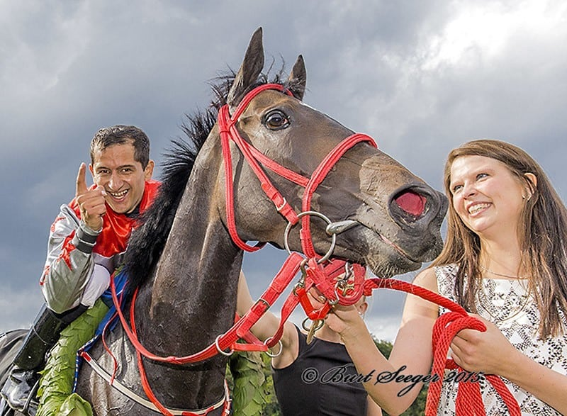 Rafael De Oliveira fejrer sin første Derbysejr. Foto: Burt Seeger.