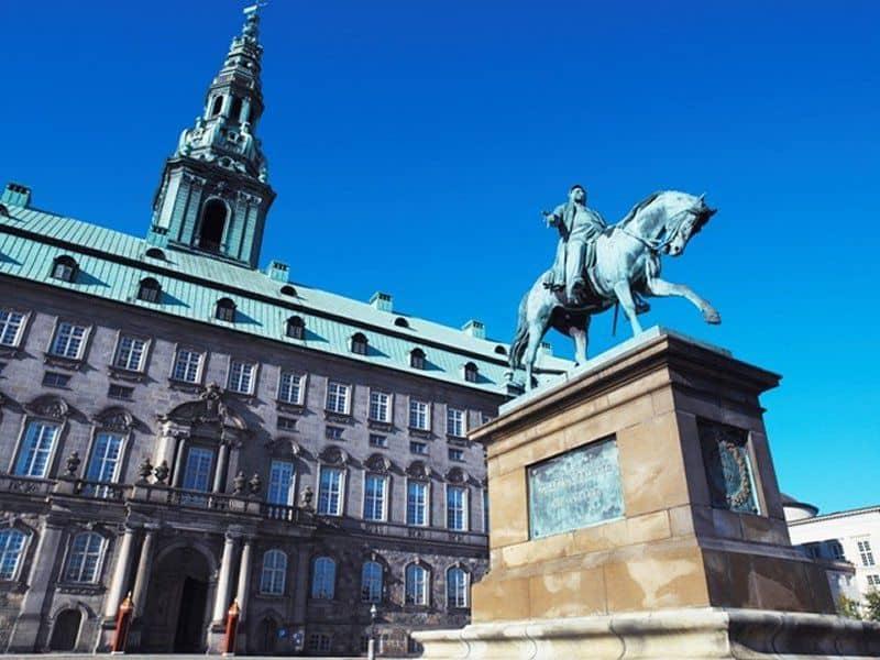 Christiansborg. Nu overtager Skatteministeriet fra Kulturministeriet.