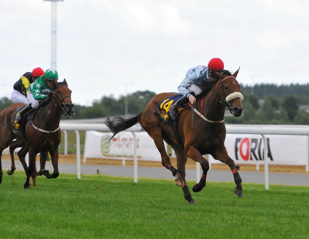 Beaufort Twelve på vej mod sejren i Jockeyklubbens 2000 Guineas foran Suspicious Mind og Amarillo Starlight. Foto: Stefan Olsson / Svensk Galopp.